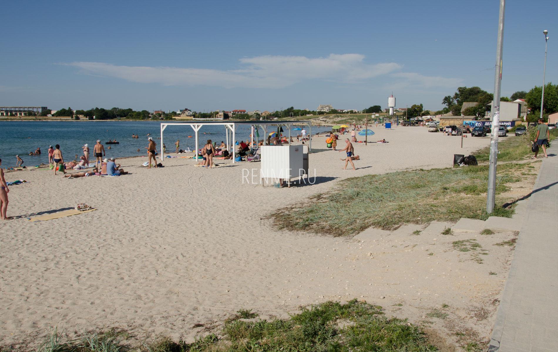 Песчаный пляж Черноморского 2019. Фото Черноморского