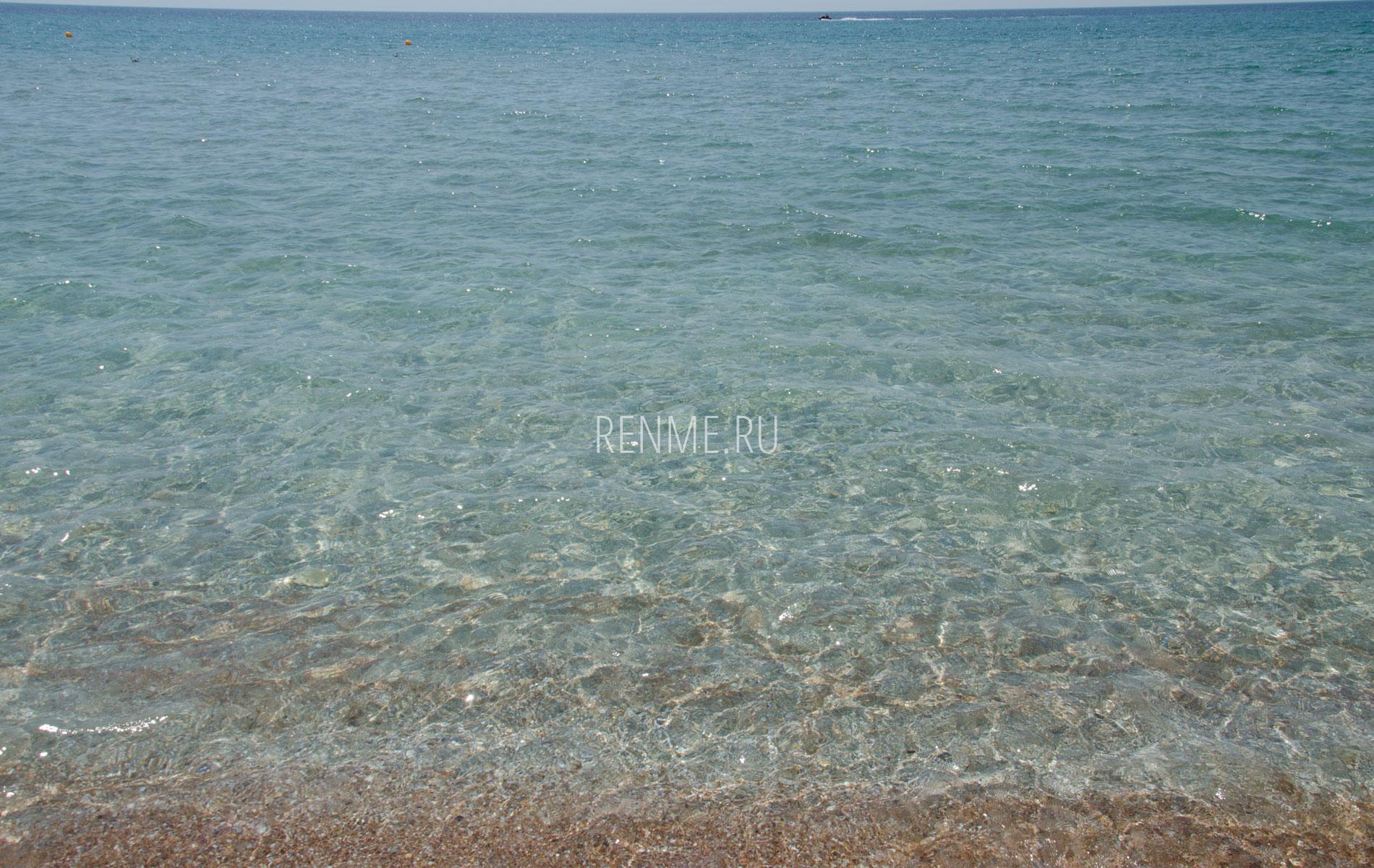 Чистая морская вода. Фото Штормового