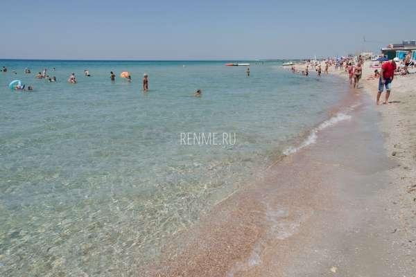 Прозрачная вода в Черном море Крым. Фото Штормового