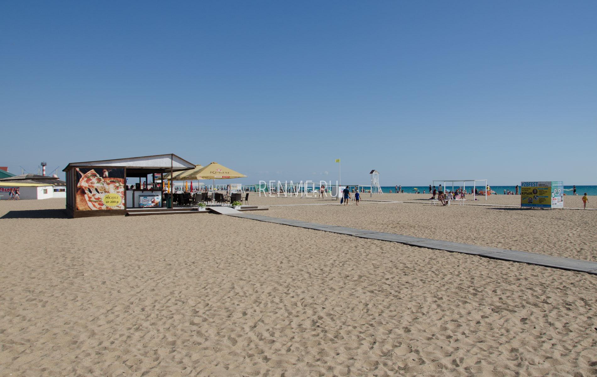 Пляжное кафе на Прибое. Фото Сак