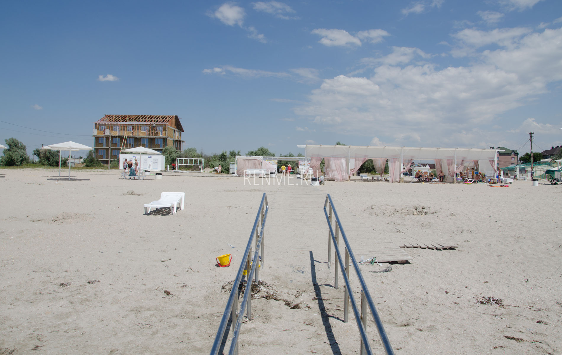 Белый пляж в Крыму. Фото Штормового