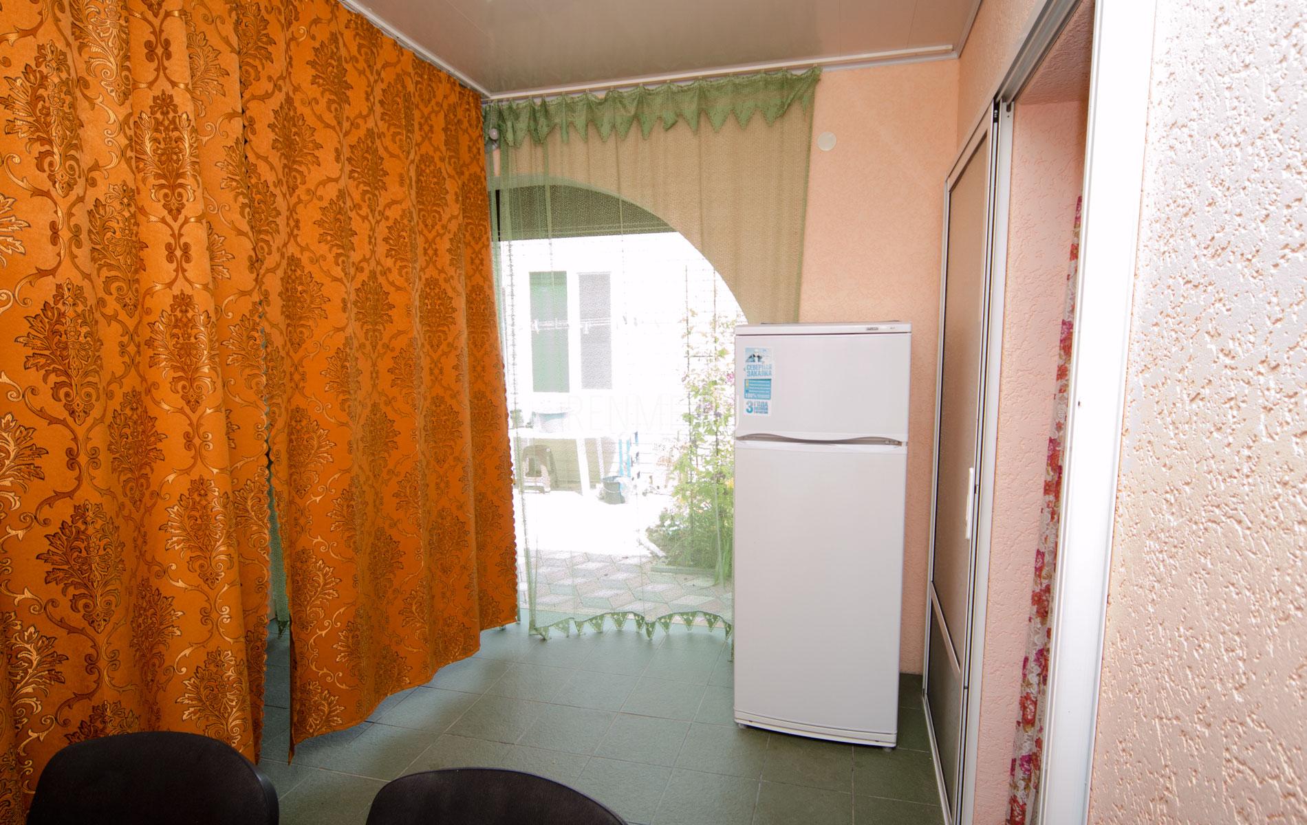 Холодильник. 8 квартира. Апарт-отель на 8 квартир. Заозёрное