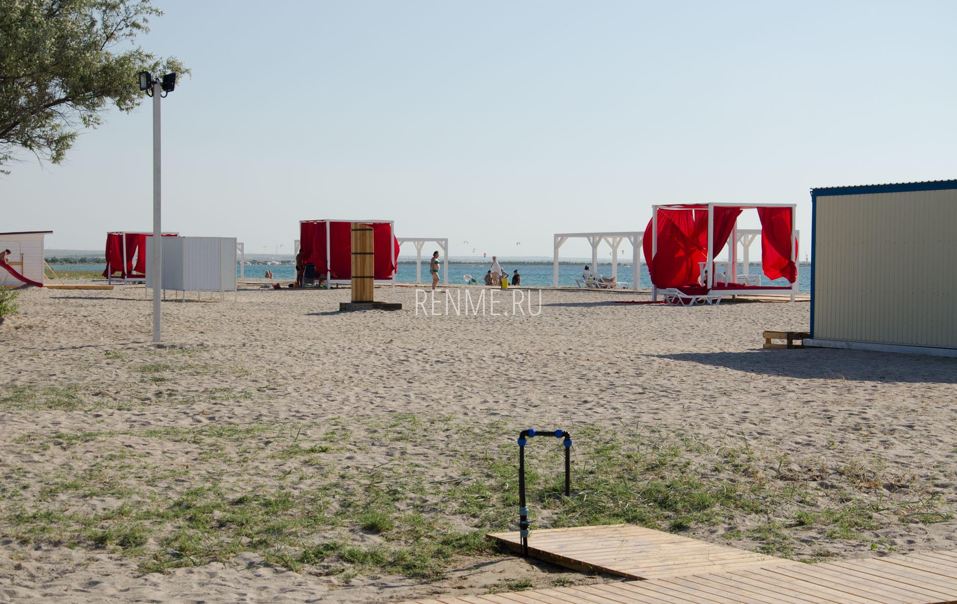 Ногомойник на пляже. Фото Межводного