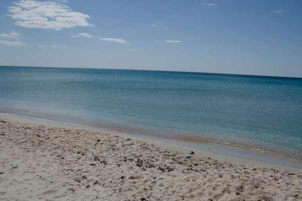Пляж в межсезонье. Апрель. Фото Поповки