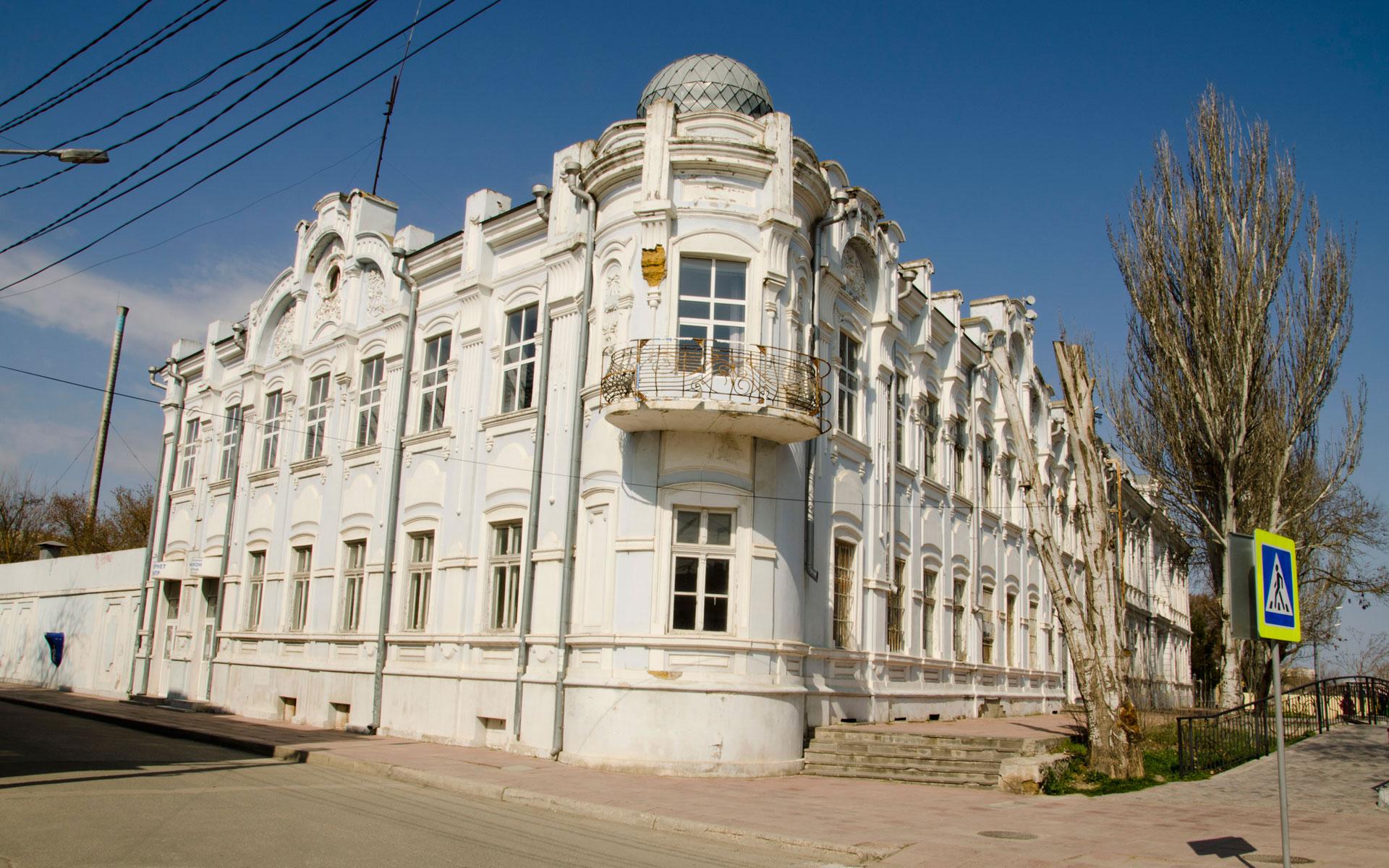 Старое здание в Евпатории. Фото Евпатории