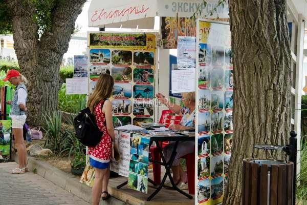 Покупайте экскурсии по Крыму. Фото Евпатории