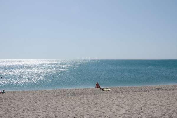 Релакс на пляже в сезон 2019. Фото Евпатории