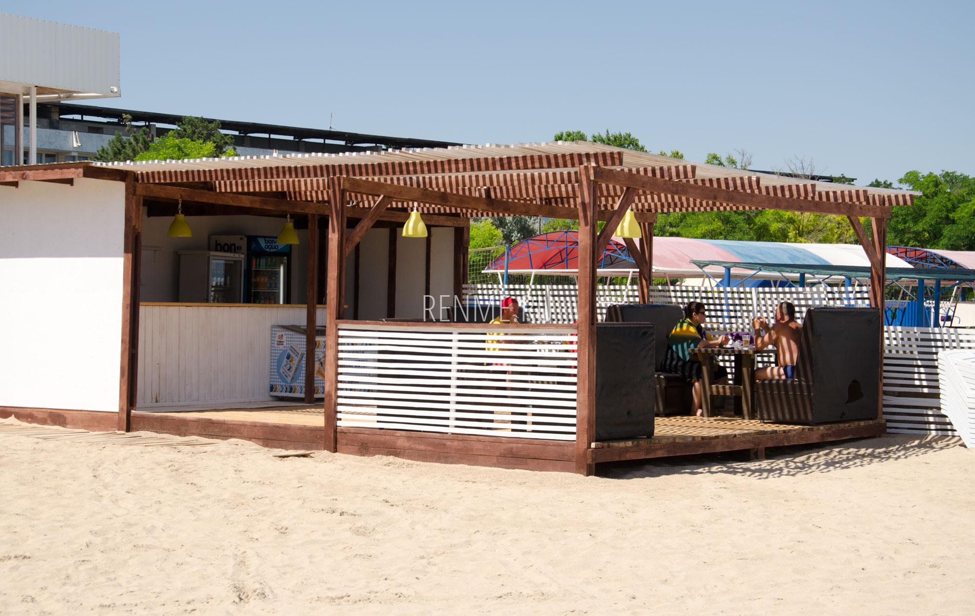 Пляжное кафе. Фото Заозёрного