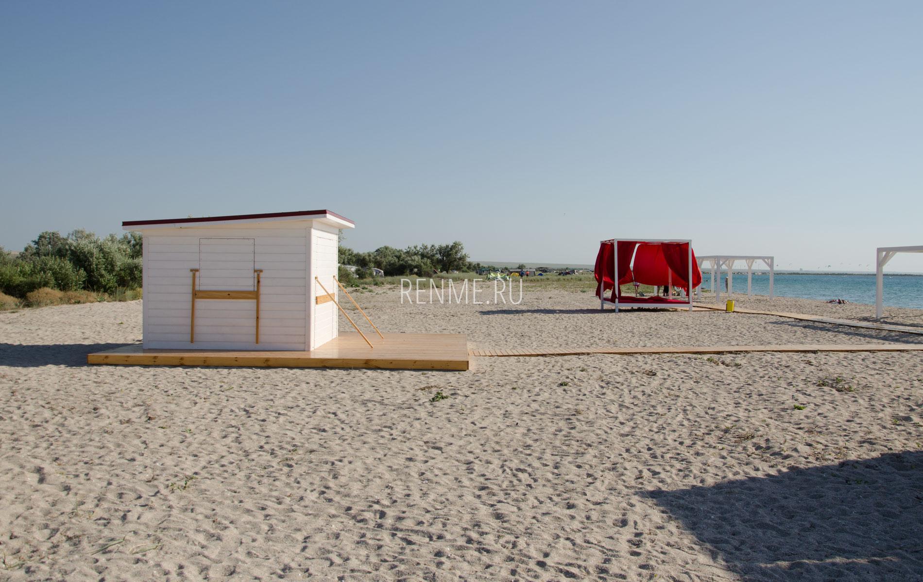 Пляж с удобствами в Межводном 2019. Фото Межводного