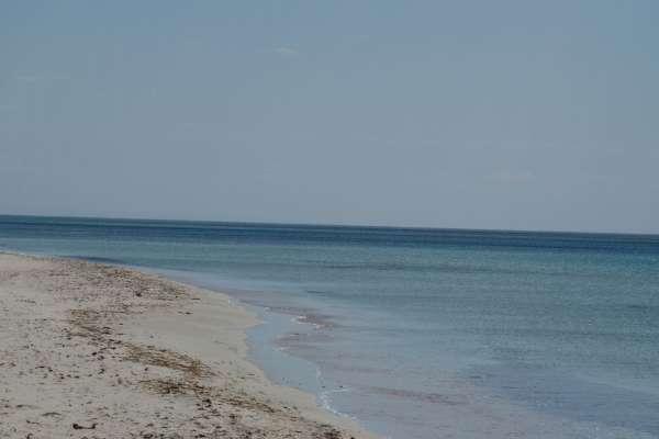 Крымский пляж в межсезонье 2019. Фото Поповки