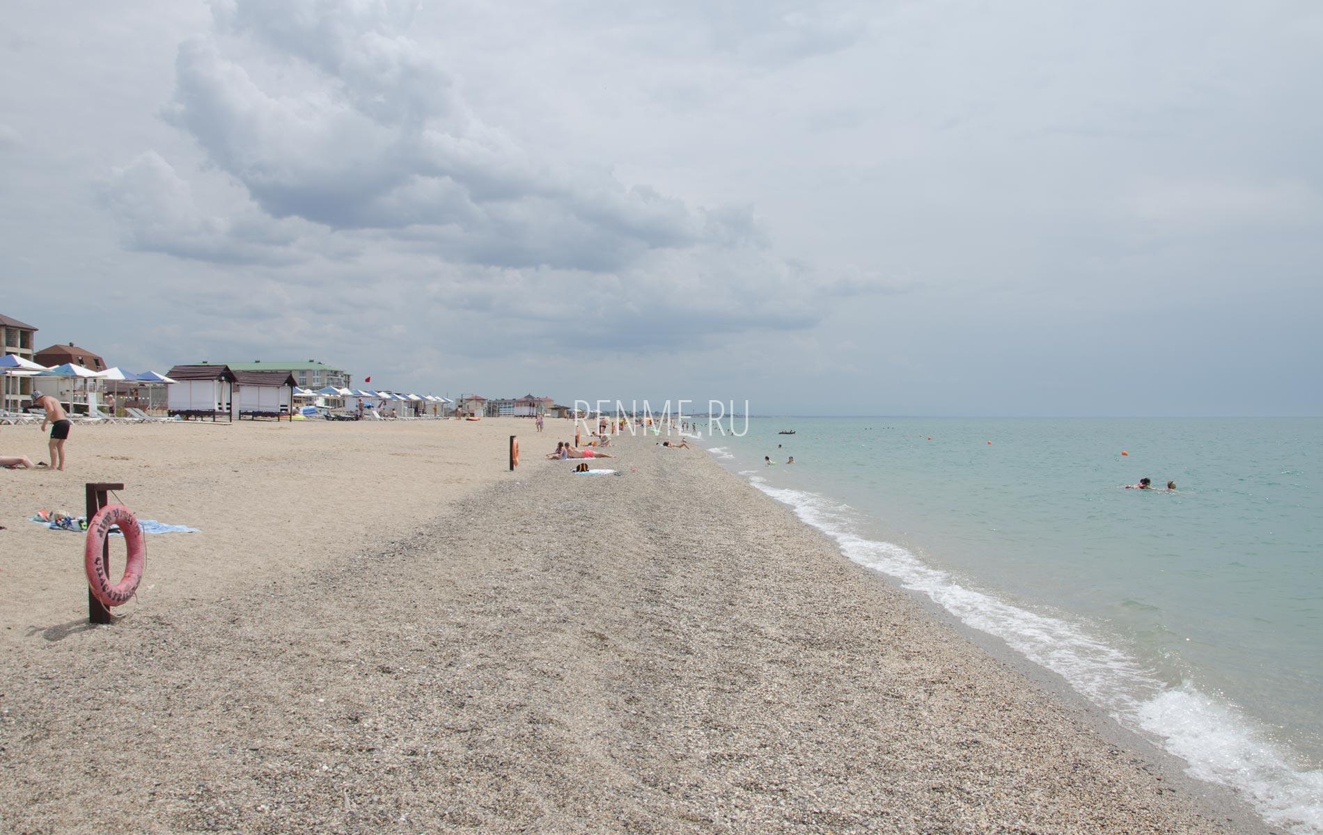 Один из лучших галечных пляжей Крыма. Фото Прибрежного