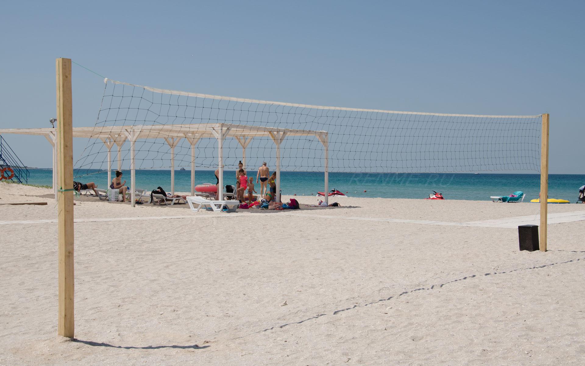 Волейбол на песчаном пляже. Фото Оленевки