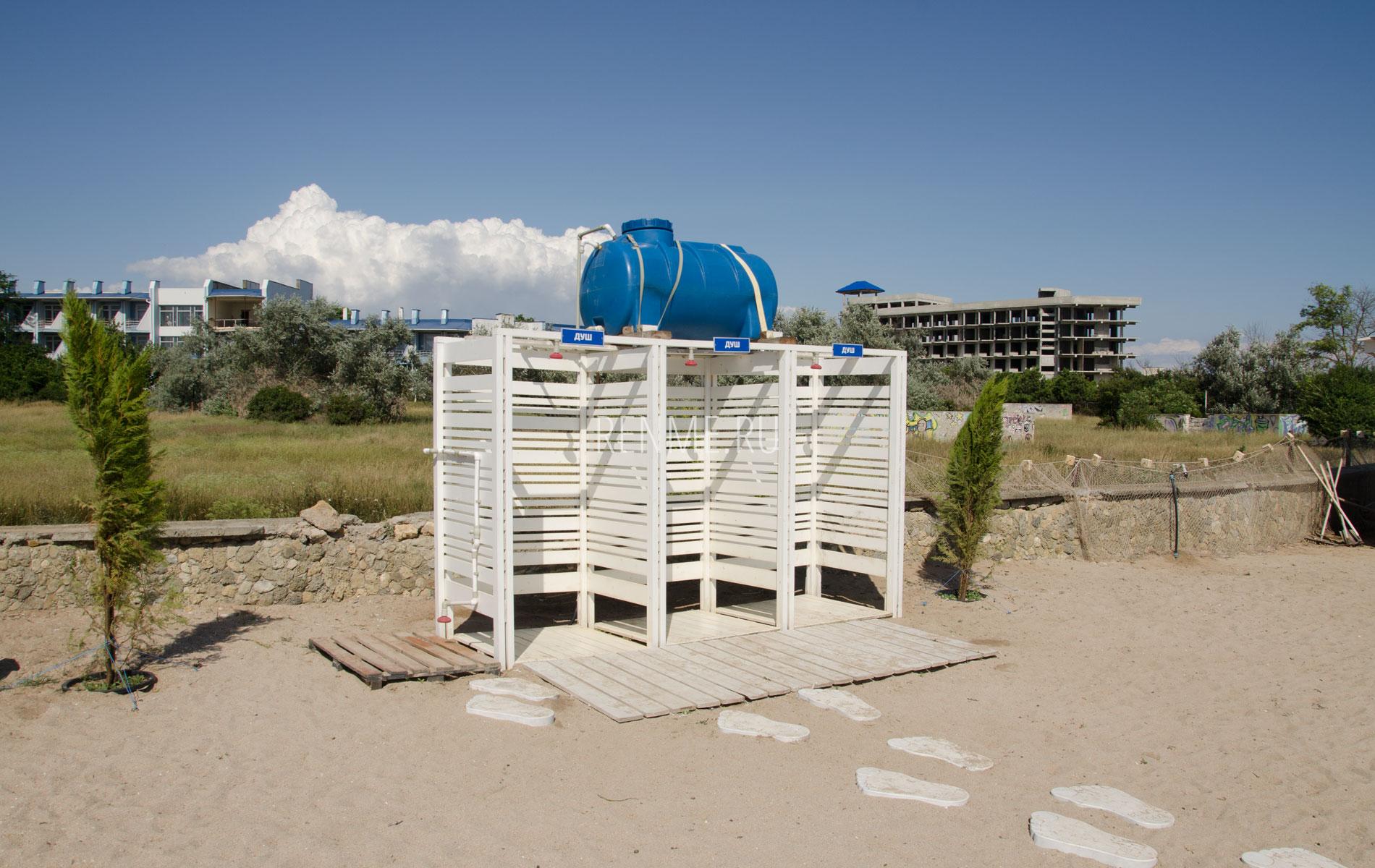 Пляжный душ. Фото Заозёрного