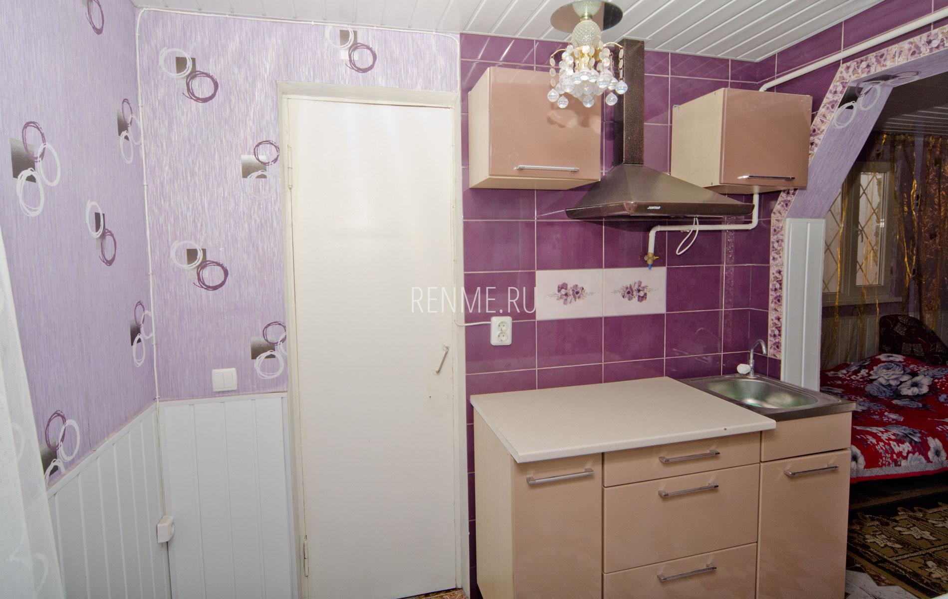 """Кухня. Квартира 3. Апарт-отель """"Берюзовый Бриз"""". Заозёрное"""