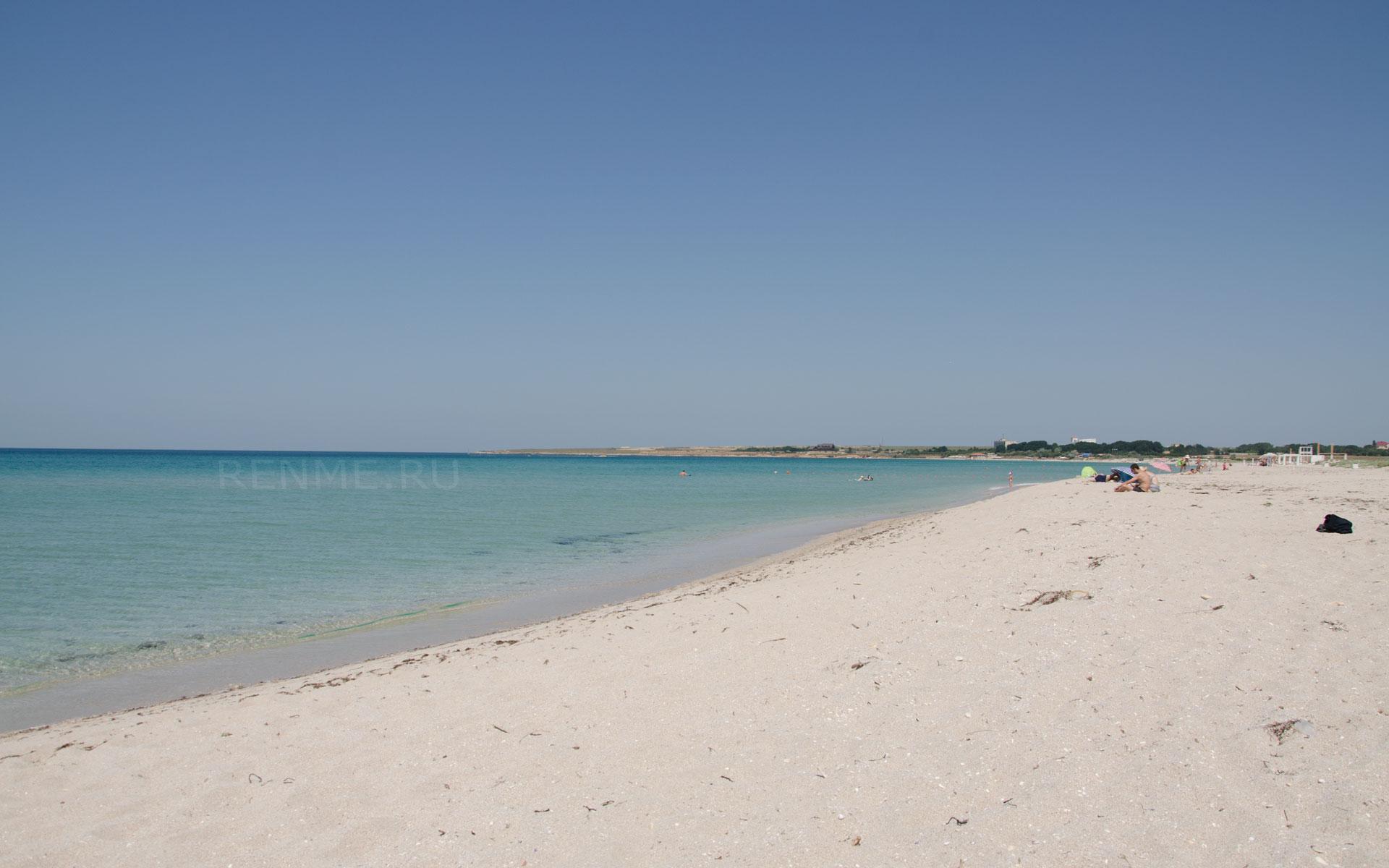 Дикий песчаный пляж в Оленевке. Фото Оленевки
