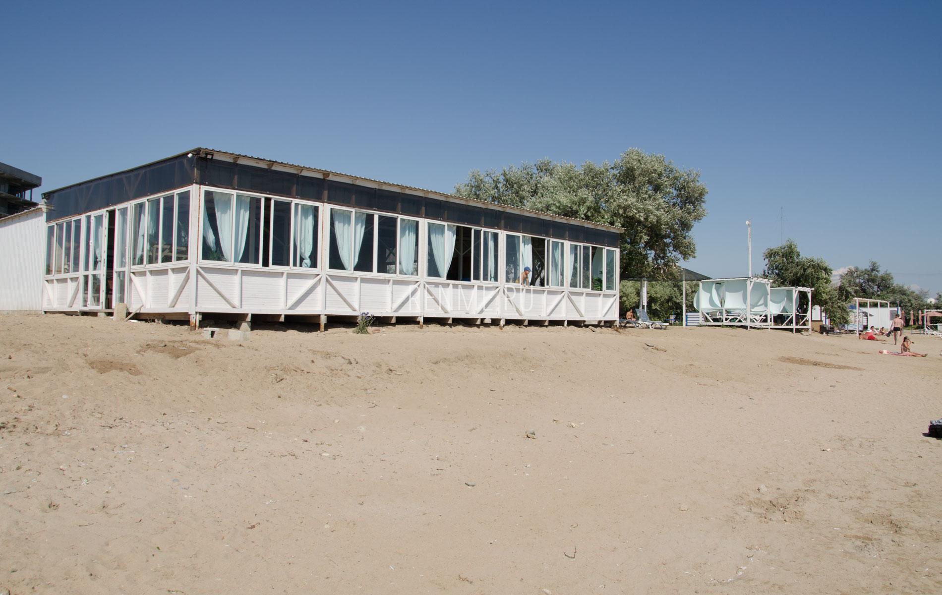 Кафе на пляже Мохито. Фото Заозёрного