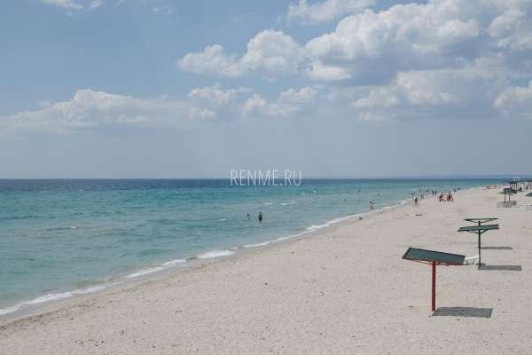 Лучшее место в Крыму с песчаными пляжами. Фото Штормового