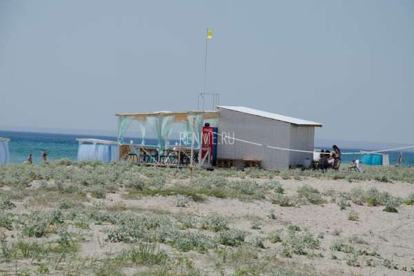 Кафе на берегу моря в Штормовом. Фото Штормового