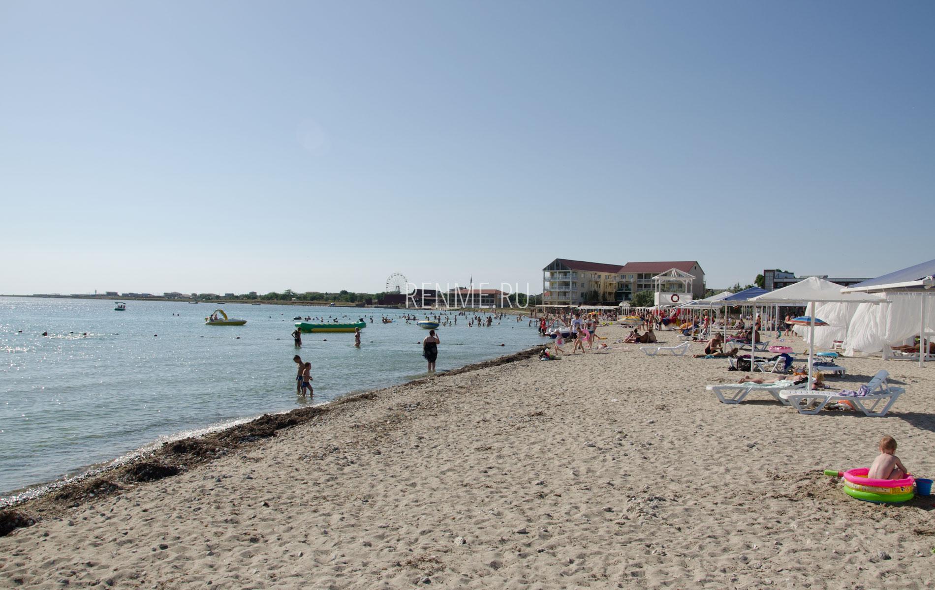 Море с пляжем на Тарханкуте. Фото Межводного