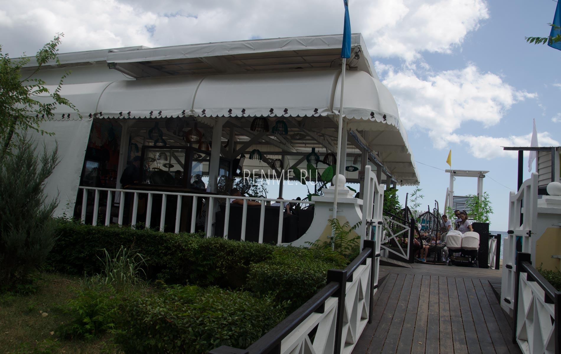 Кафе на пляже Евпатории. Фото Евпатории