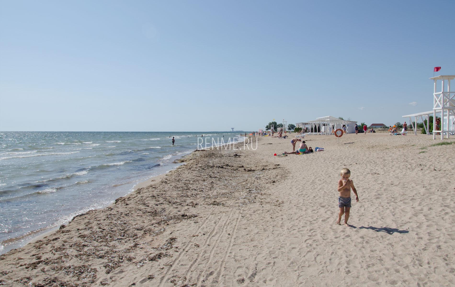Песчаный пляж на Фотоне, лето 2019. Фото Заозёрного