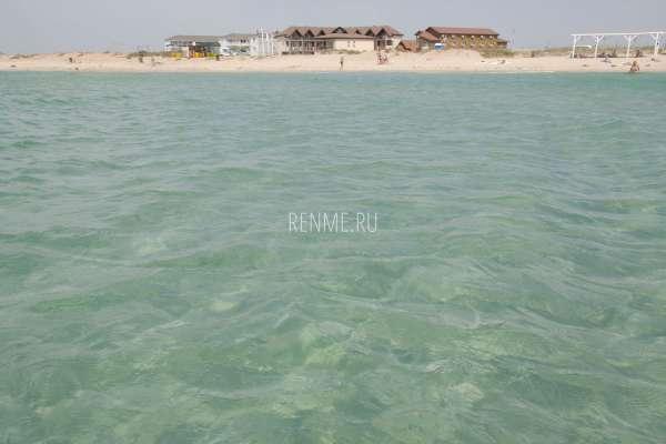 Чистое море в Заозерном на Песчанке. Фото Заозёрного