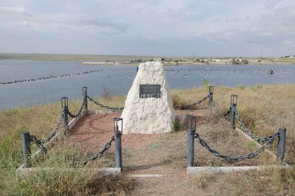 Памятник затопленным кораблям на Донузлаве. Фото