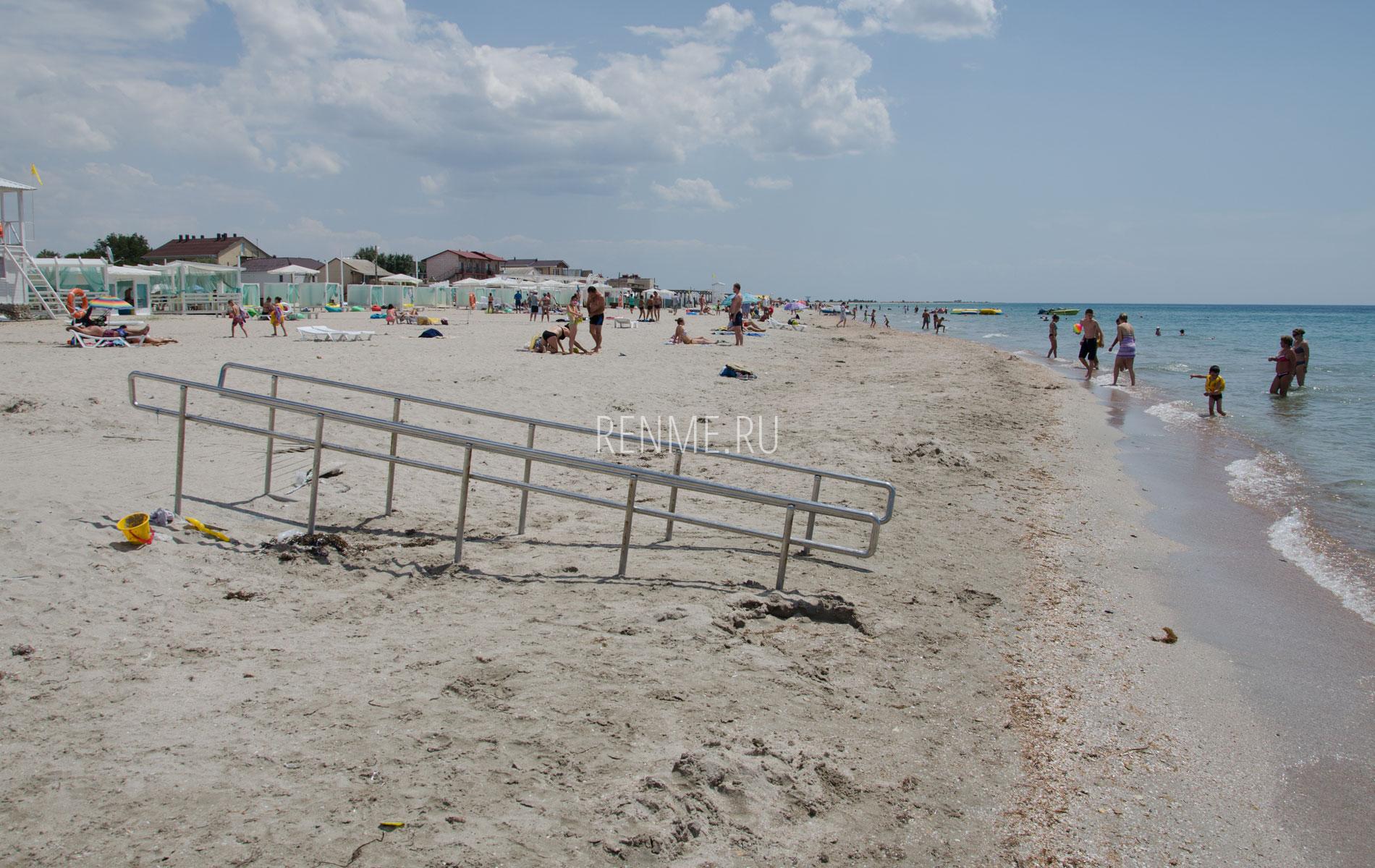 Пляж для отдыха с детьми. Фото Штормового