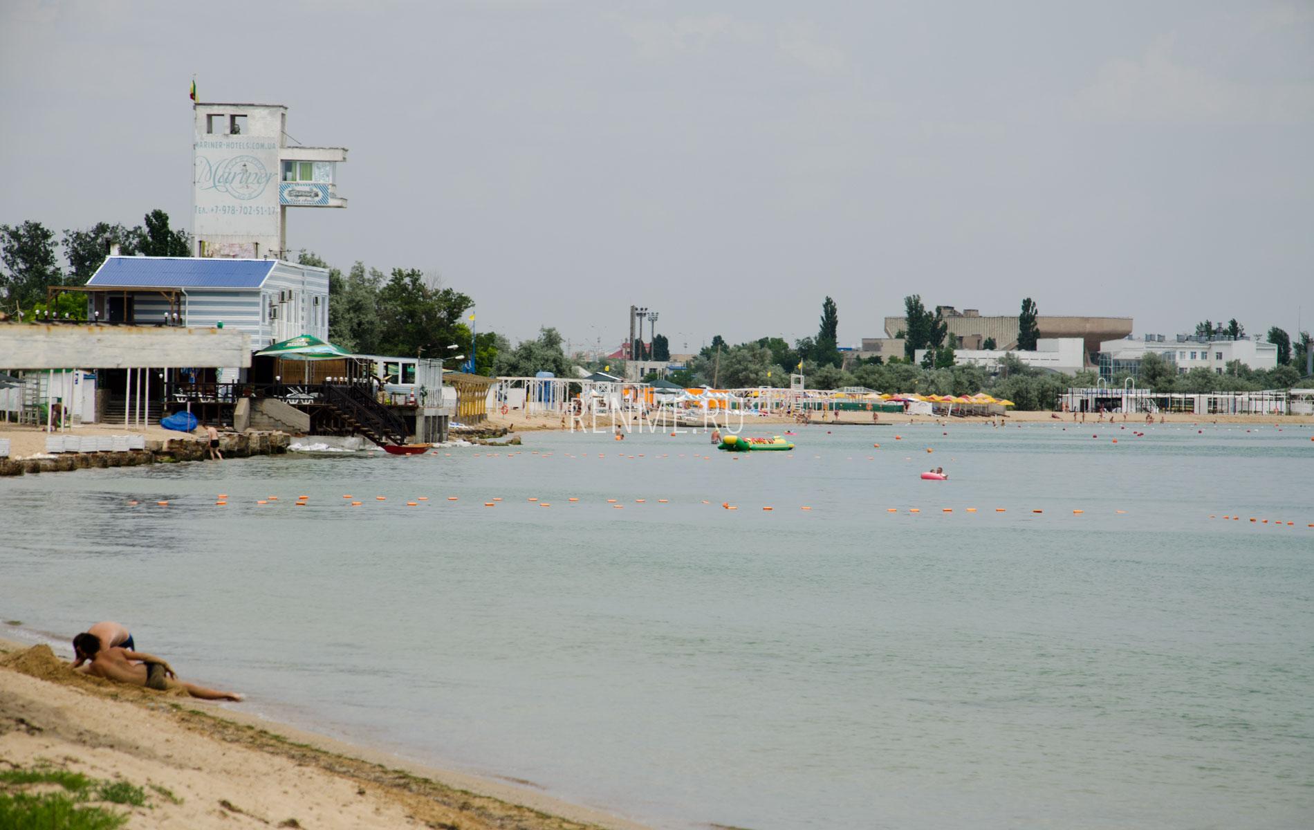 Пляжи слева. Фото Заозёрного