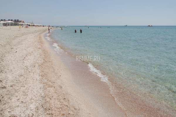 Лучший пляж в Крыму. Фото Штормового