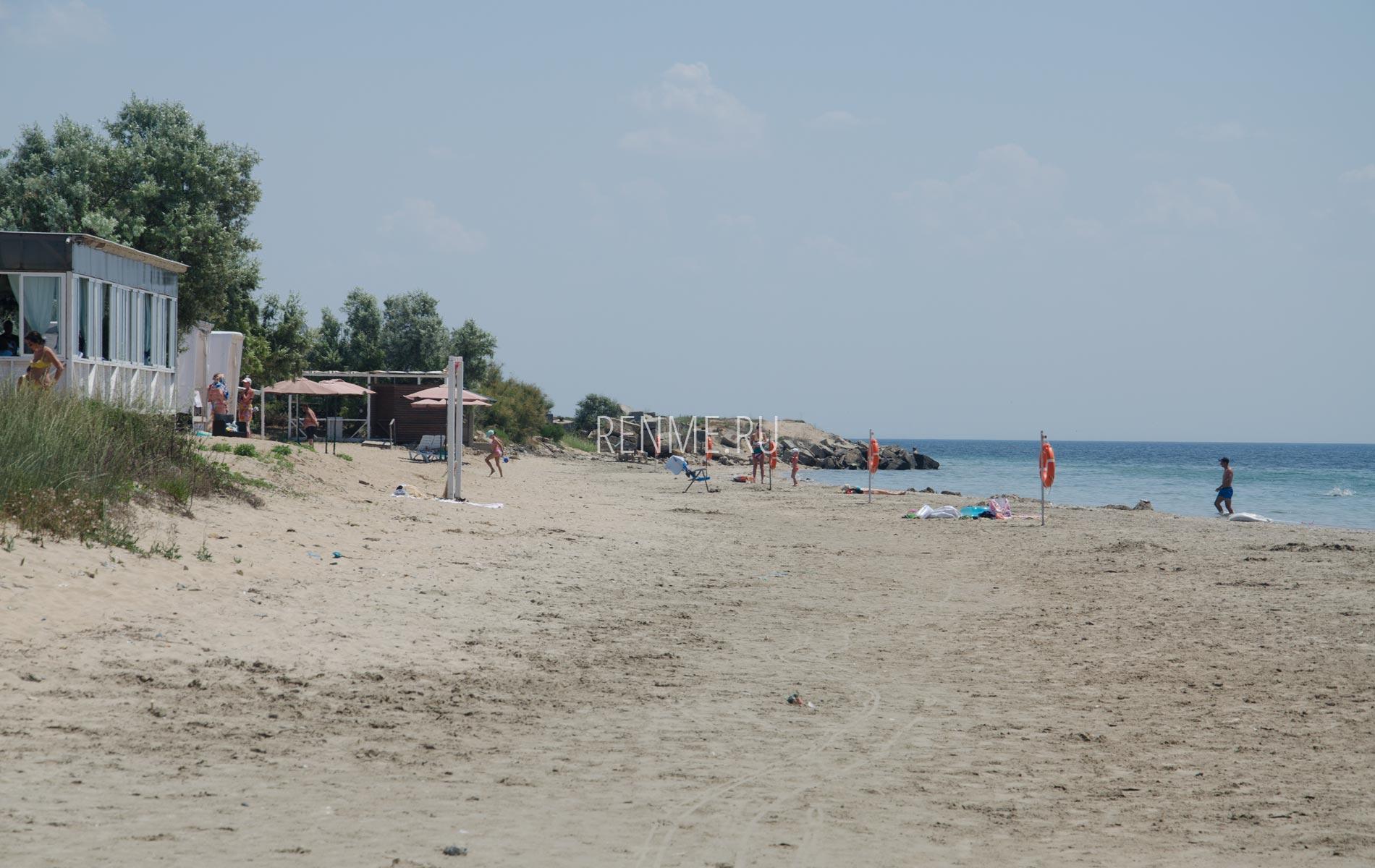 Песчаный пляж Мохито в Крыму. Фото Заозёрного