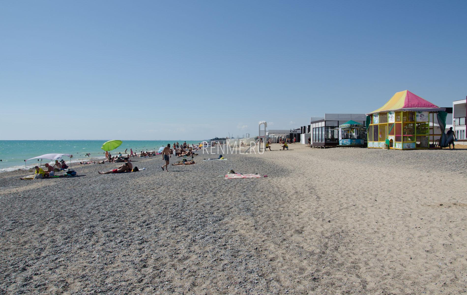 Пляж с развлечениями в Новофедоровке. Фото Новофедоровки