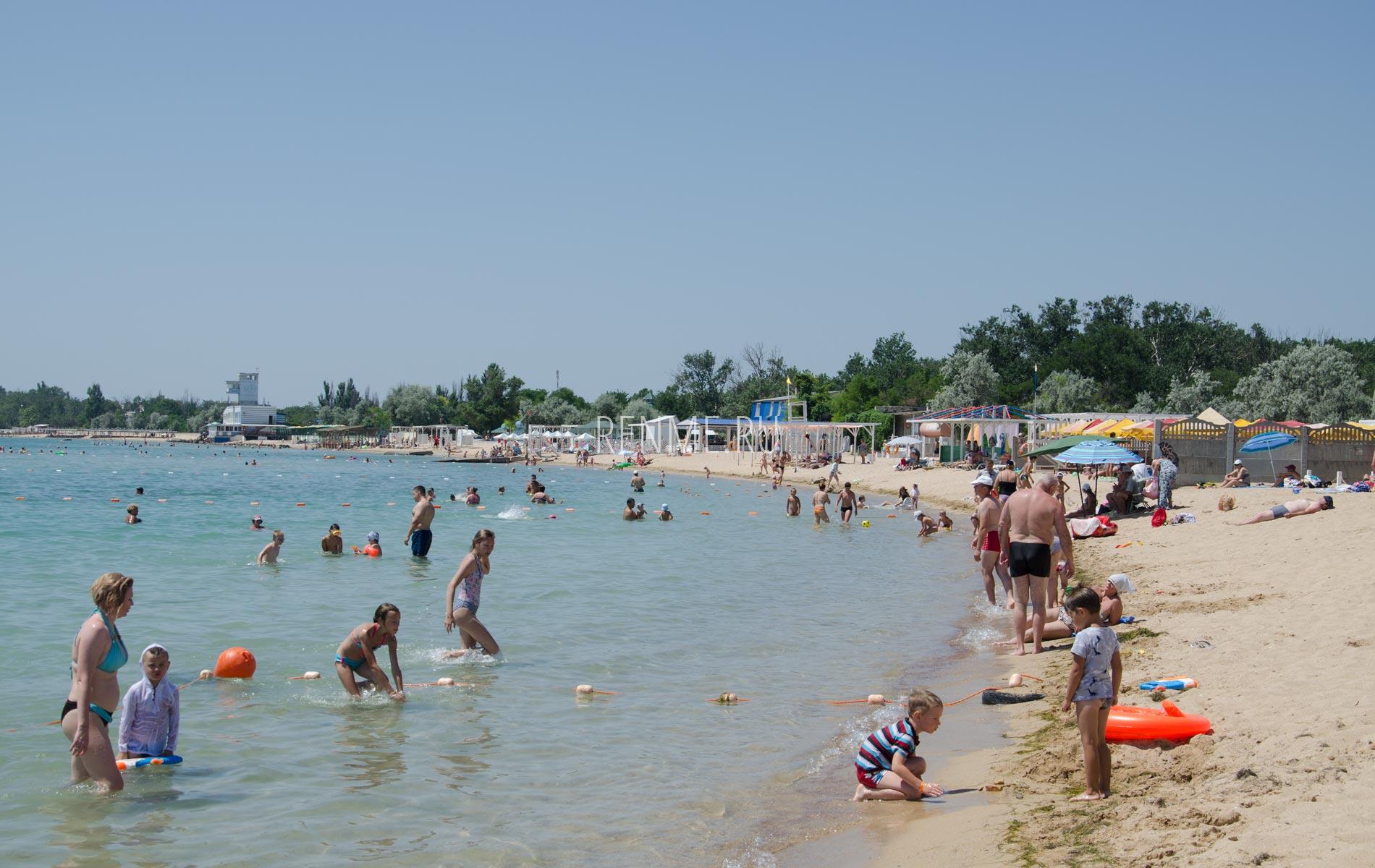 Идеальный пляж для детей в Крыму. Фото Заозёрного
