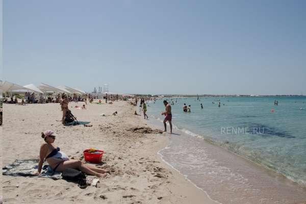 Песчаный пляж на Тарханкуте в Оленевке. Фото Оленевки