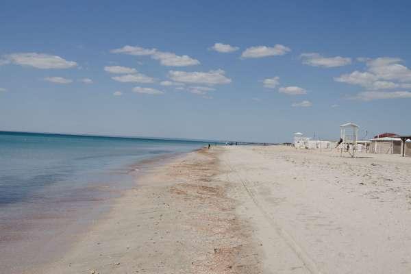 Пустой весенний пляж. Фото Штормового