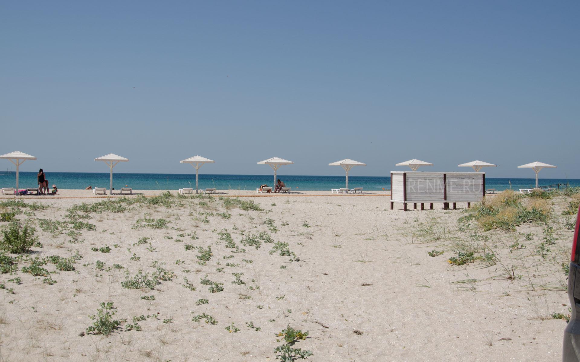 Песчаный пляж в бухте Караджа. Фото Оленевки