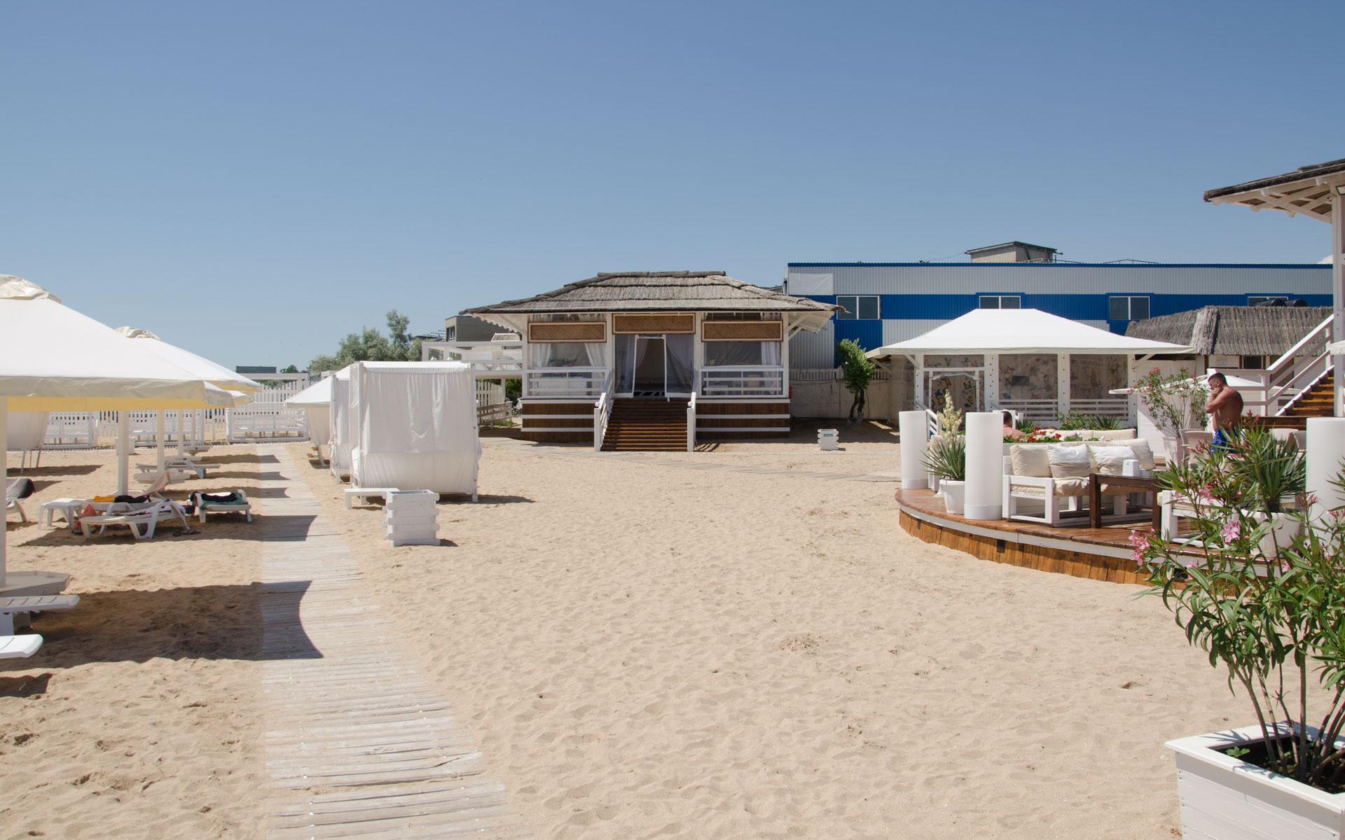 VIP беседка на пляже в Евпатории. Фото Евпатории