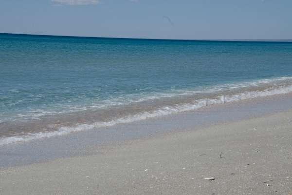 Море и пляж в апреле 2019. Фото Мирного