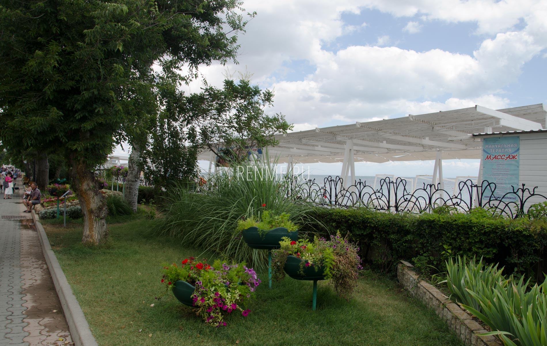 Набережная сад в Евпатории. Фото Евпатории