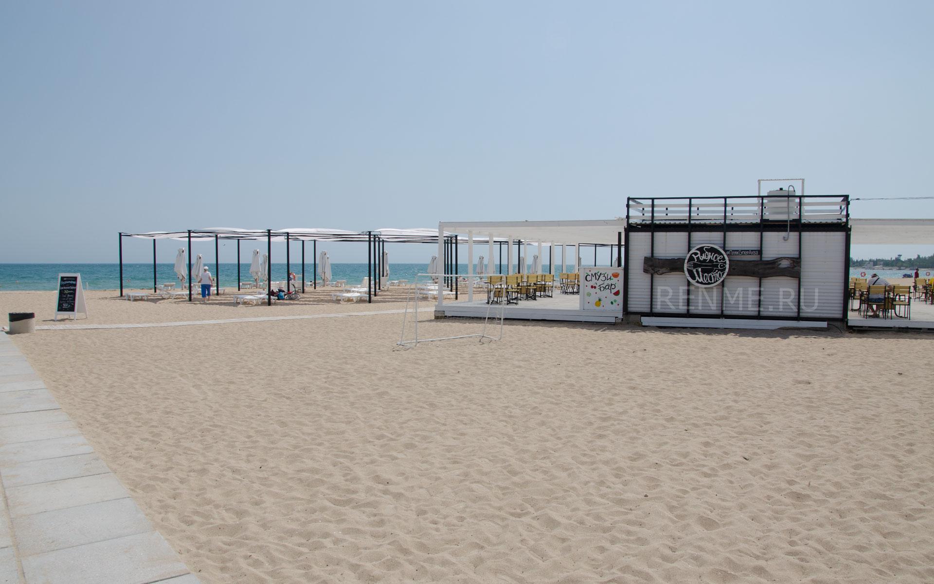 Смузи бар на пляже. Фото Заозёрного