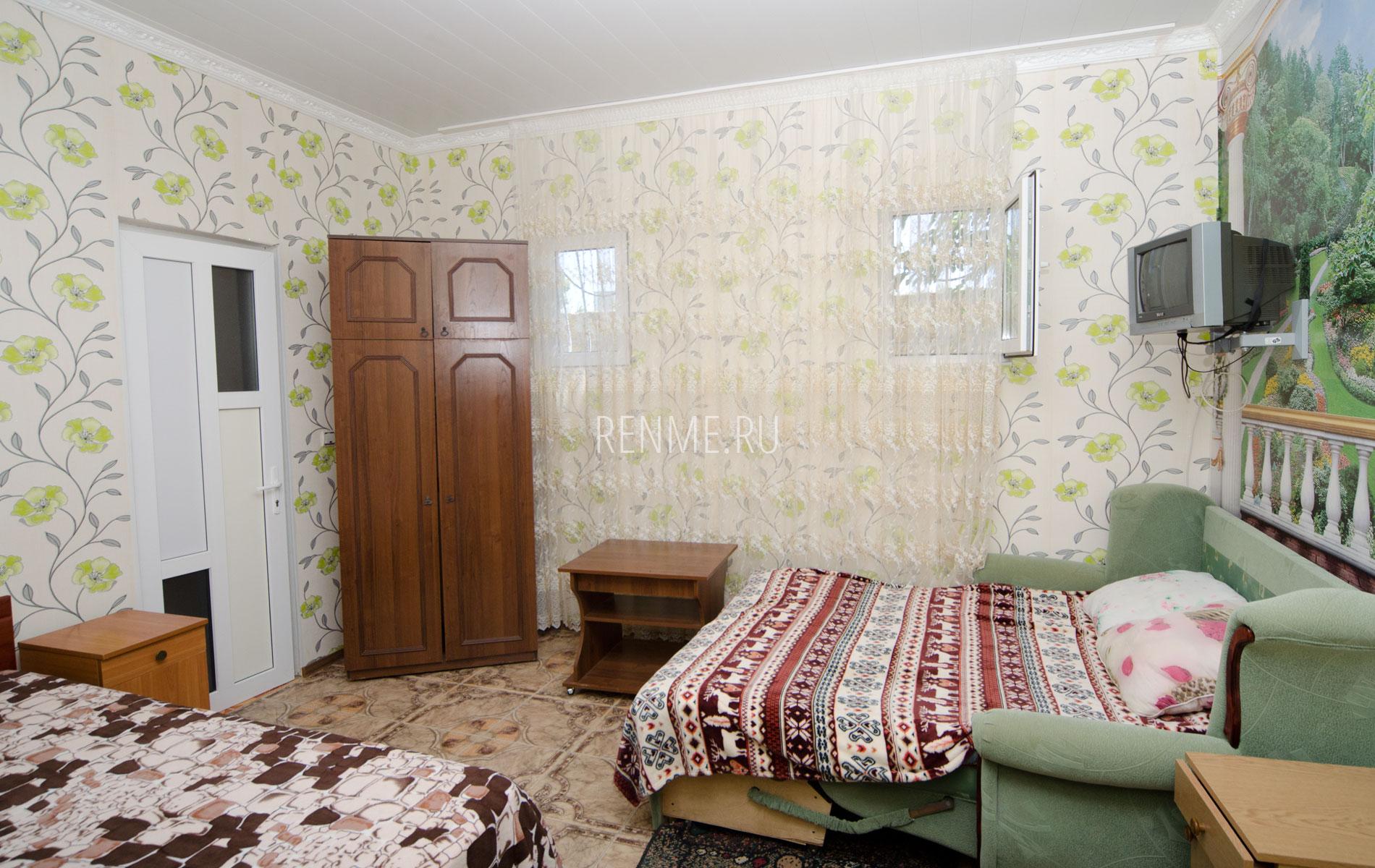 Комната. Однокомнатная квартира. Зеленый дворик. Заозёрное