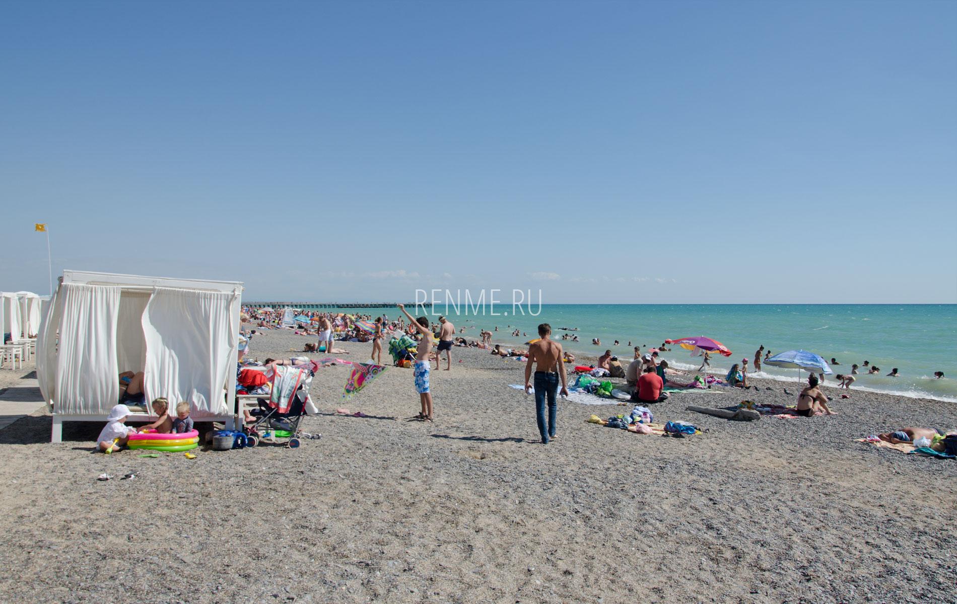 Пляж с бунгало в Новофедоровке. Фото Новофедоровки