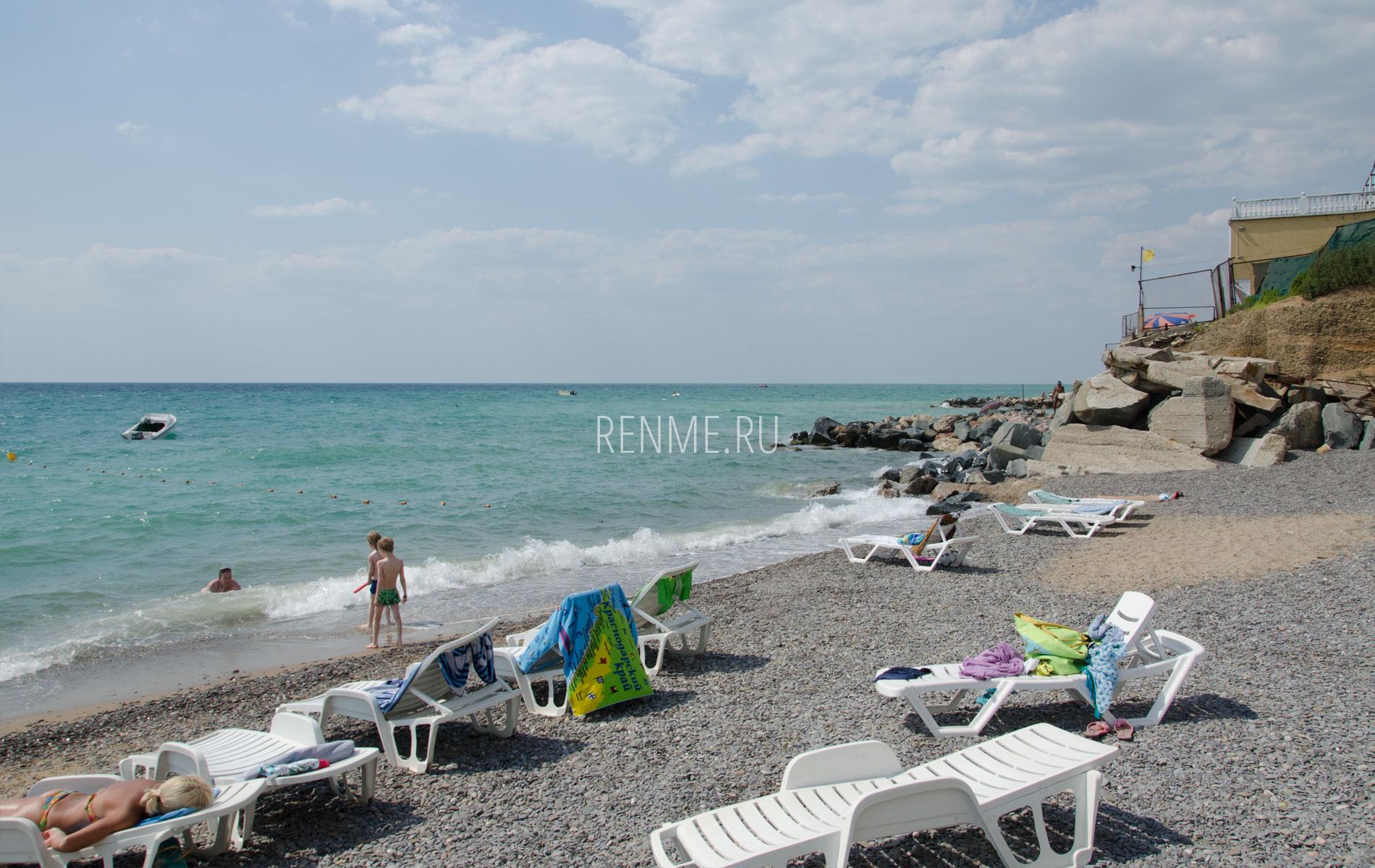 Песчано-галечный пляж в июне. Фото Николаевки