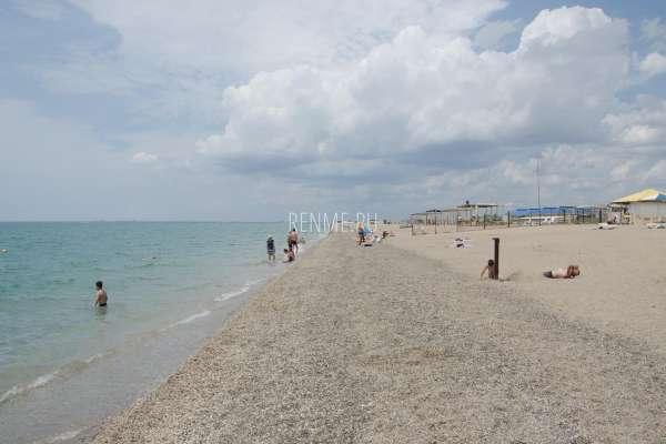 Галечные пляжи Крыма для отдыха. Фото Прибрежного