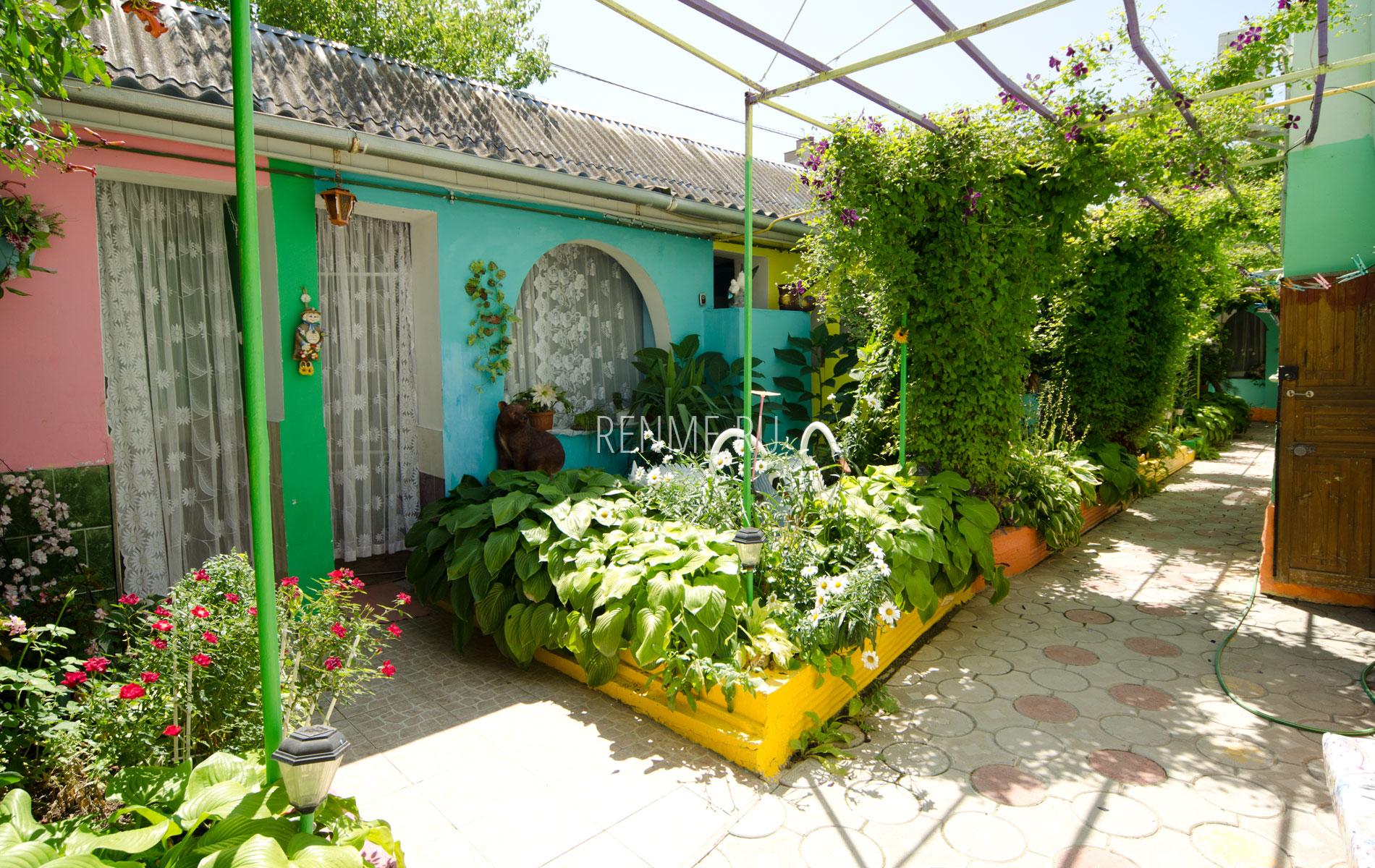 Однокомнатная квартира. Зеленый дворик. Заозёрное