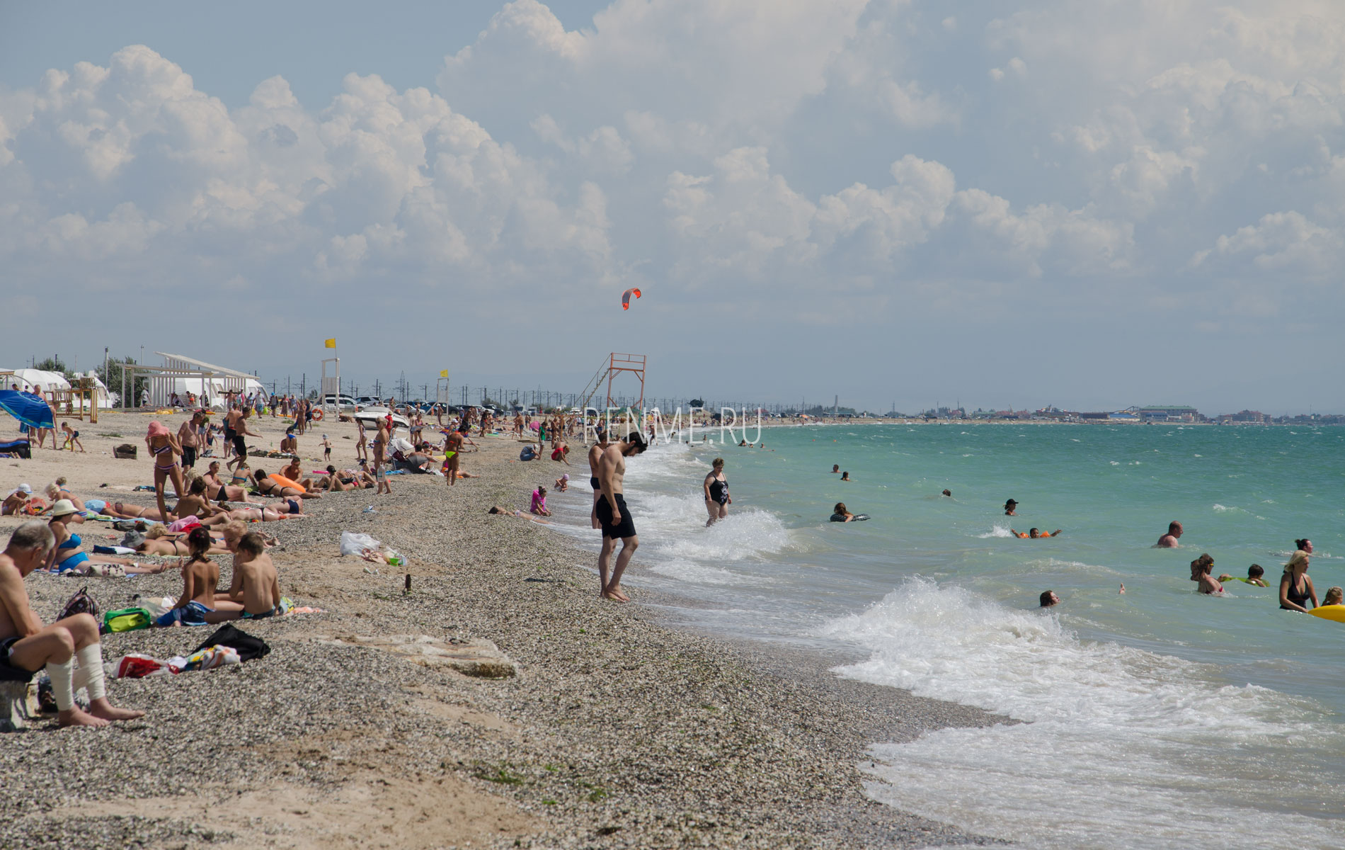 Галечный пляж Евпатории летом 2019. Фото Евпатории