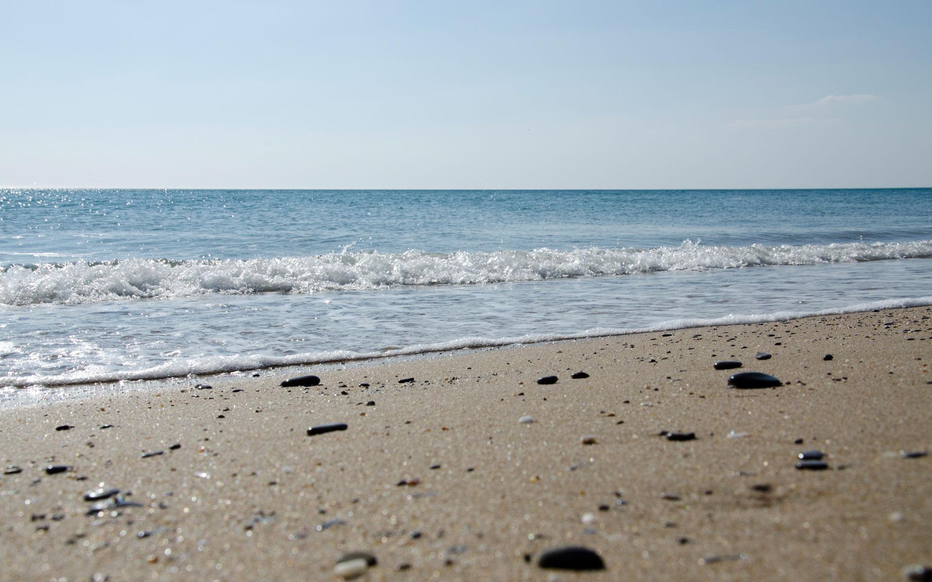 """Пляж """"Прибой"""" в Саках. Апрель. Фото Сак"""