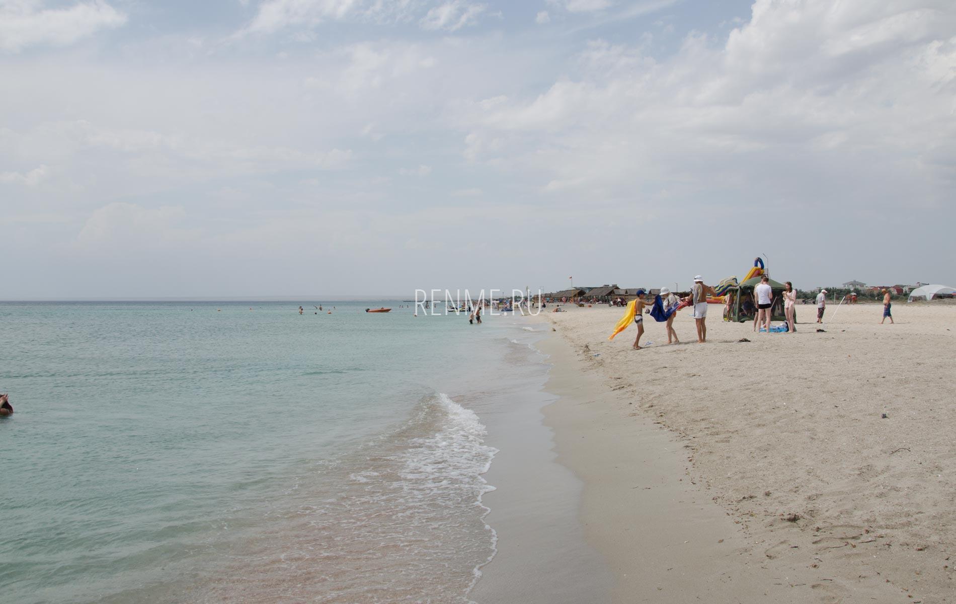Пляж Кристи на горизонте. Фото Мирного
