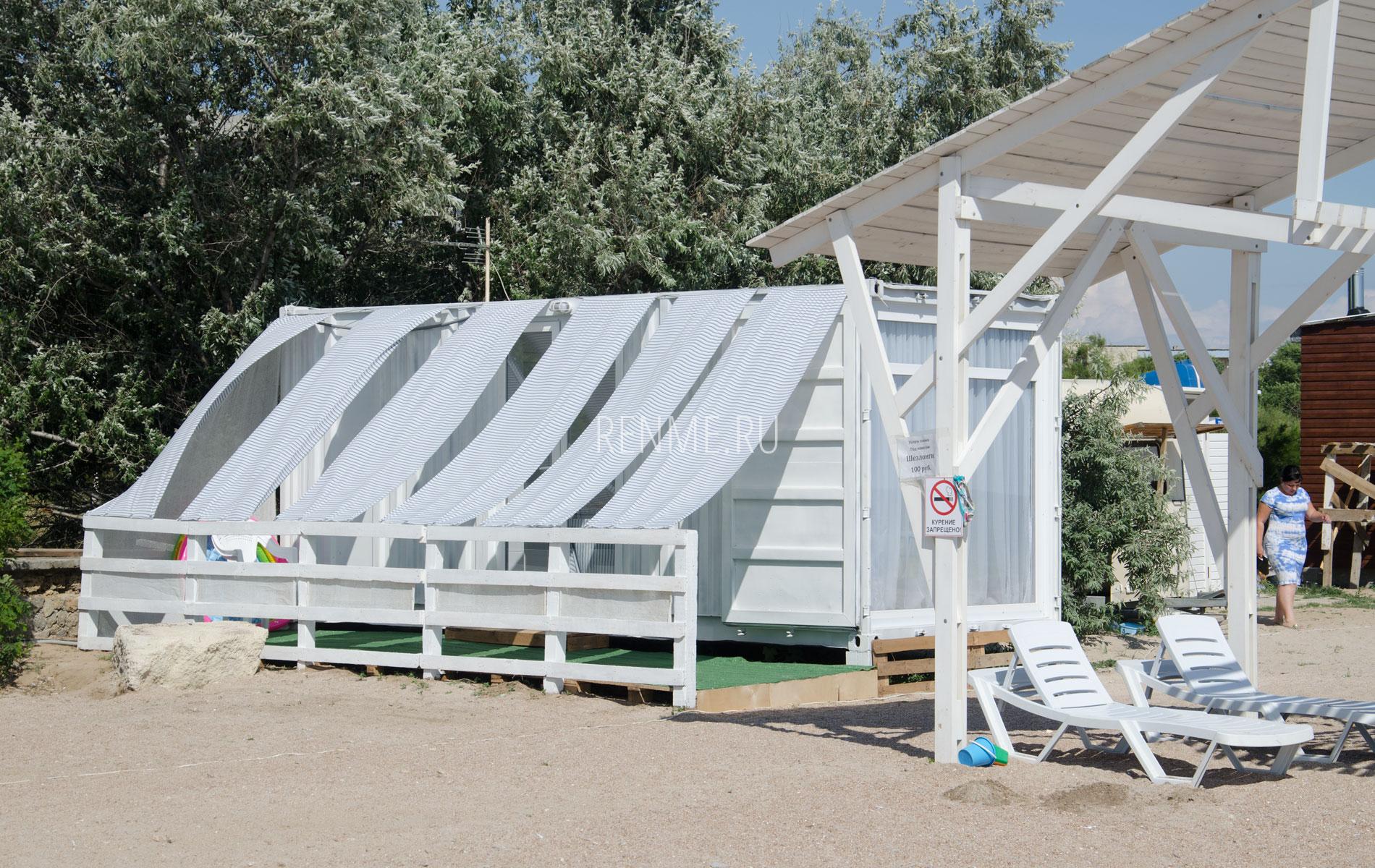 Домик на пляже в Заозерном. Фото Заозёрного