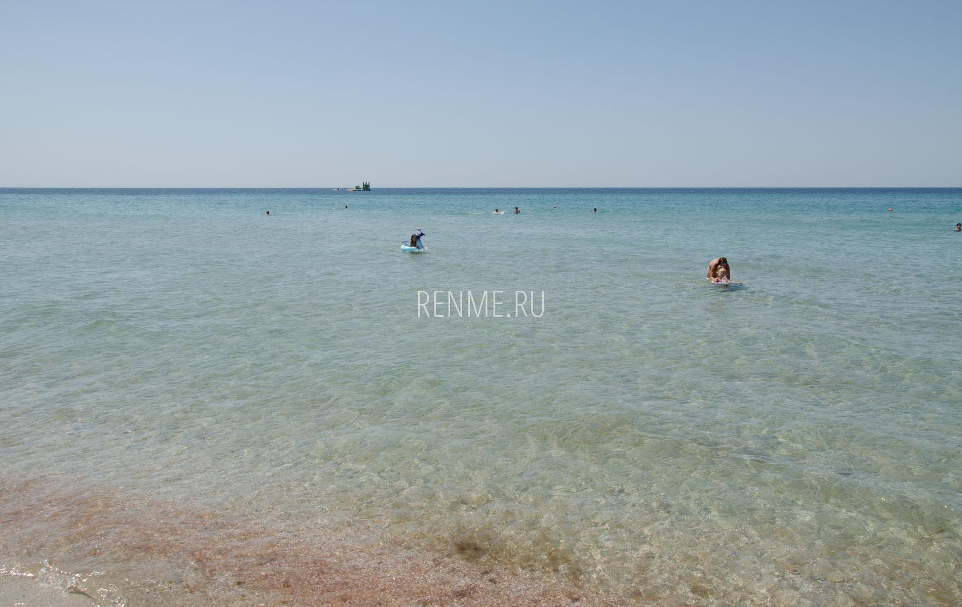 Чистое море в Крыму летом 2019. Фото Штормового